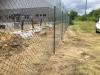 drátěný plot a sloupky usazené do fast2k