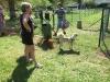 Montáž schránky na koš u psího výběhu v Pardubicích