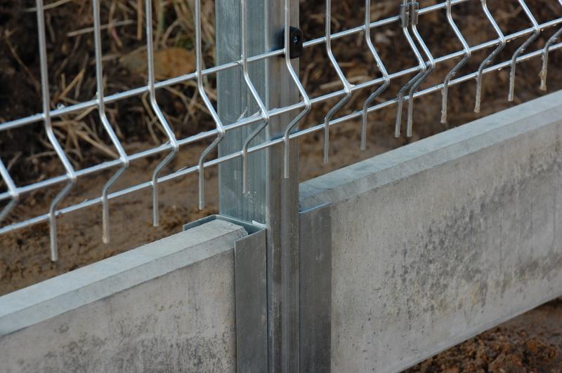 betonová deska pod plot